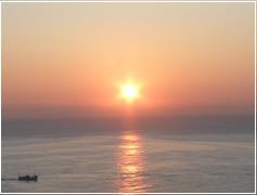 神々しい朝日が一日の幕開け