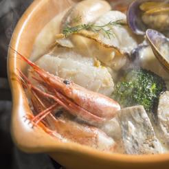 【ご当地メニュー!魚介の食べるスープ&グラスワイン3種の特典付】『しりべしコトリアードディナー』プラン
