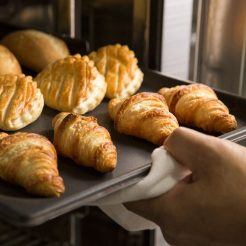 頑張る自分にご褒美♪ 露天風呂付客室 焼き立てパンが美味しい朝食付 スローライフプラン