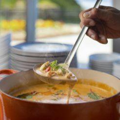 【お泊り頂いた方だけ味わえます】朝食にエビのビスクのスープカレーが新登場
