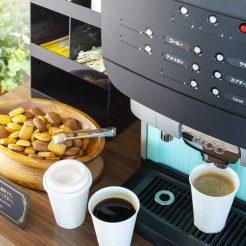 【1Fロビーでどうぞ!】ウェルカムコーヒー&小菓子サービスが人気でございます。